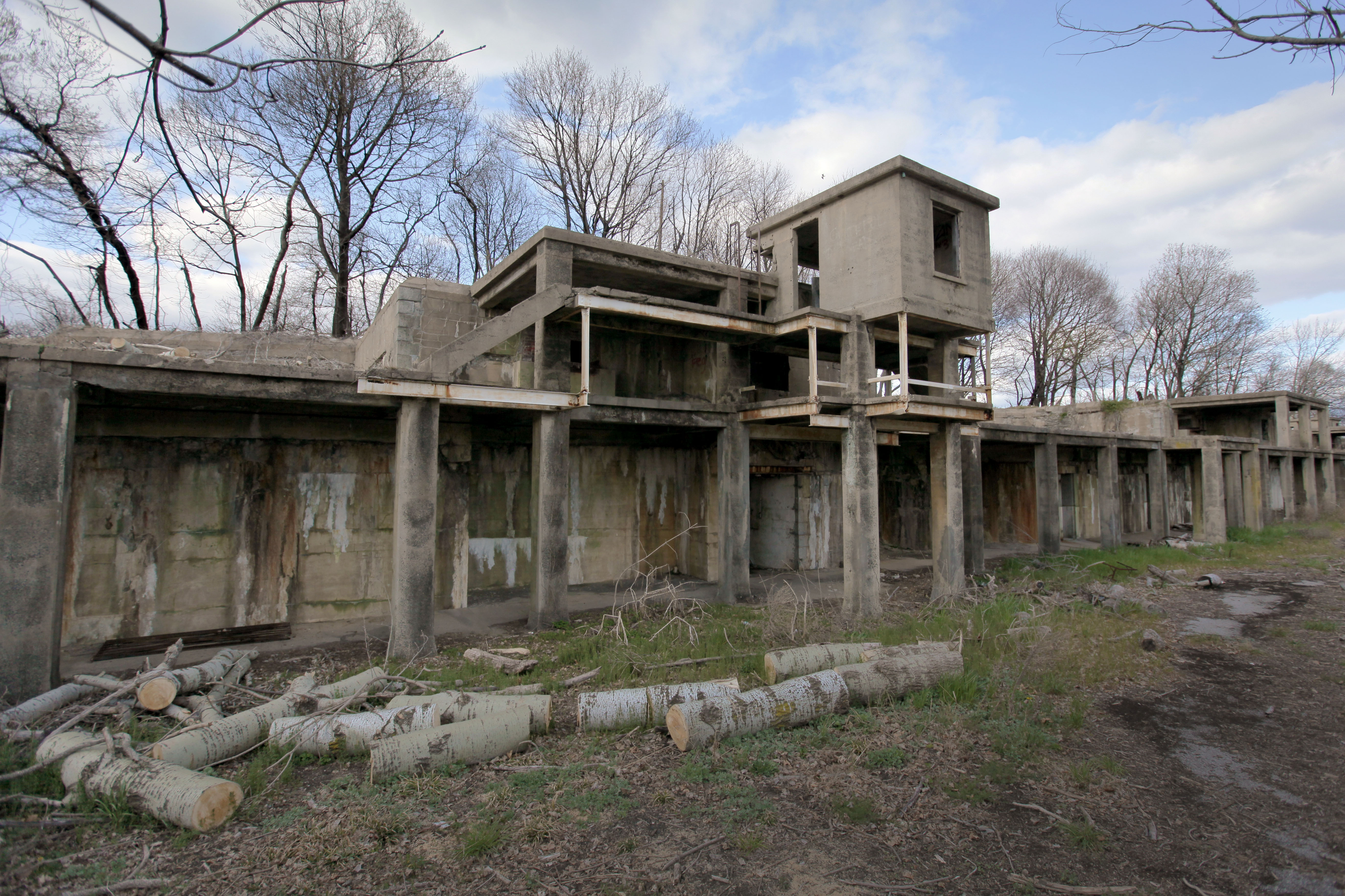 Fort Totten. An Abandoned ... Good Looking