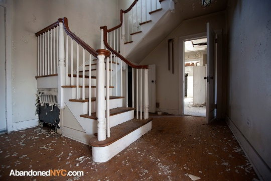 Officer's Staircase_Floyd Bennett Field_0202