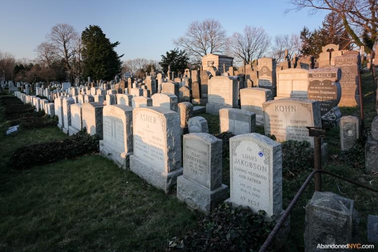 AbandonedNYC_Queens_Machpelah Cemetery_Houdini_Grave-002