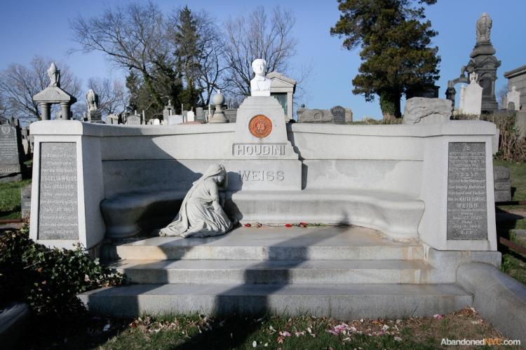 AbandonedNYC_Queens_Machpelah Cemetery_Houdini_Grave-003