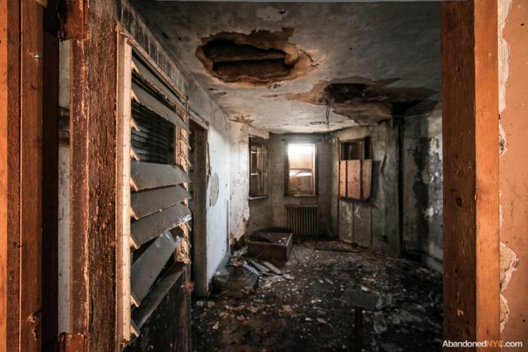 AbandonedNYC_Queens_Machpelah Cemetery_Houdini_Grave-006