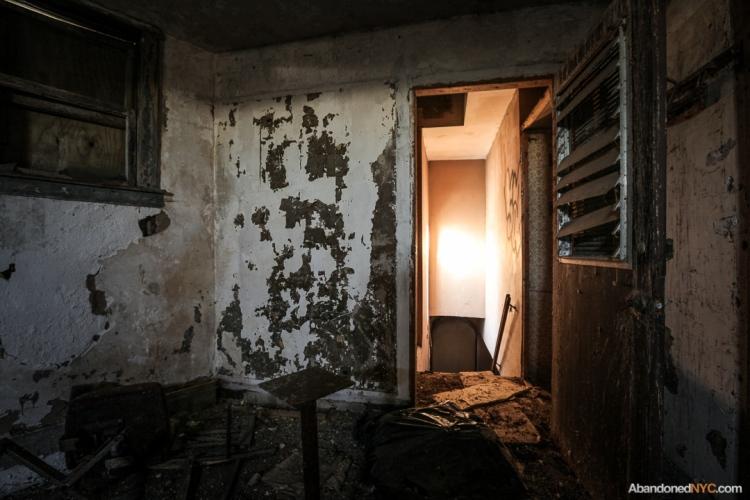 AbandonedNYC_Queens_Machpelah Cemetery_Houdini_Grave-007