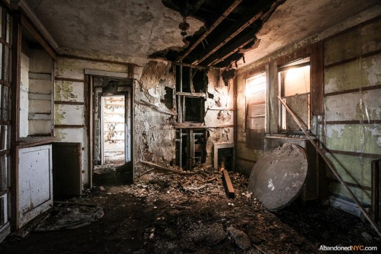 AbandonedNYC_Queens_Machpelah Cemetery_Houdini_Grave-008