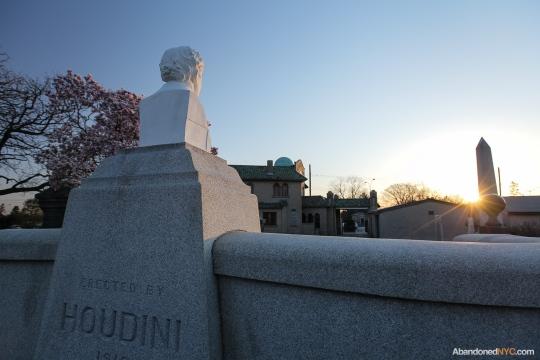 AbandonedNYC_Queens_Machpelah Cemetery_Houdini_Grave-011