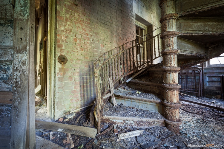 North Brother Island_Abandoned NYC_Will Ellis_15