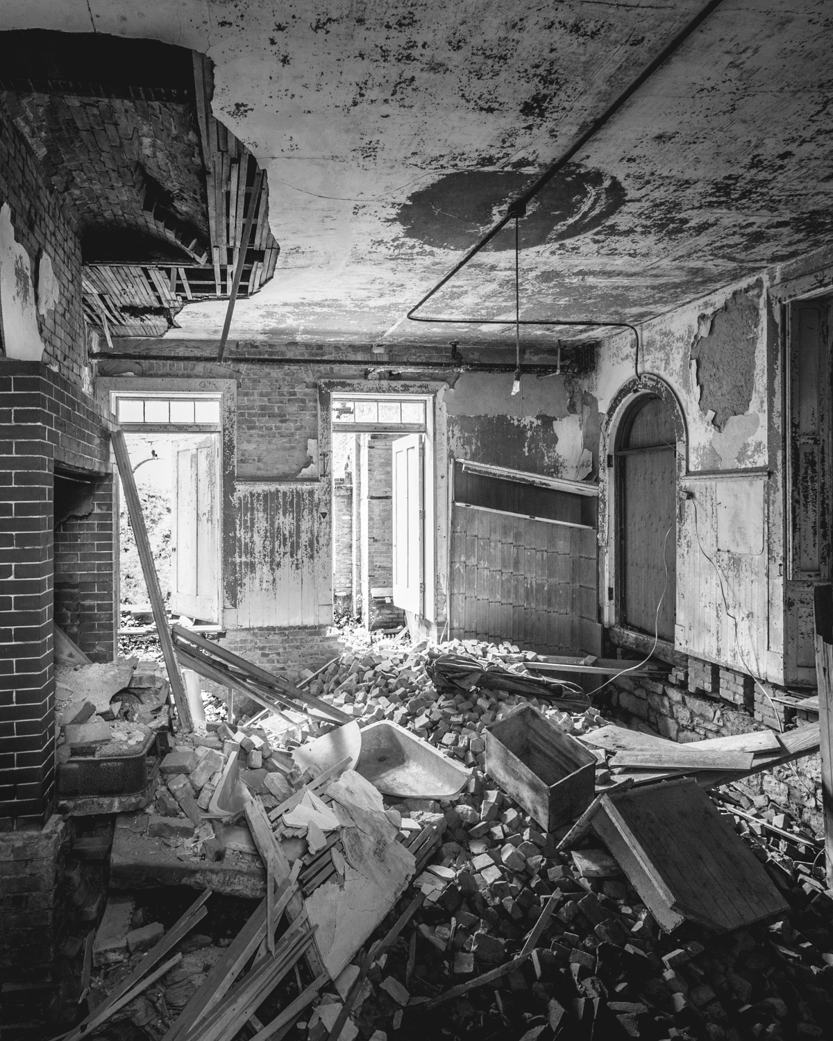 The haunting of wyndclyffe mansion abandonednyc for Hudson house