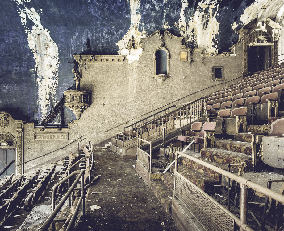 inside the loew�s 46th st theater abandonednyc