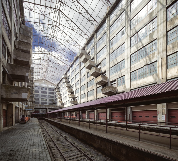 Platforms and railroad tracks run the length of the atrium.